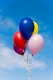 Ballone gegen blauen Himmel Lizenzfreie Stockfotografie