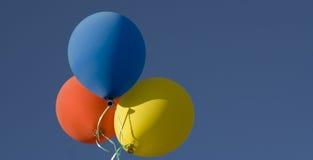 Ballone im Himmel Lizenzfreie Stockfotos