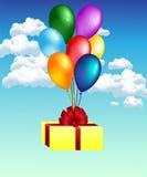Ballone mit Geschenk Stockfoto