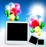 Ballone mit Rahmenfoto für Geburtstagshintergrund Stockbilder