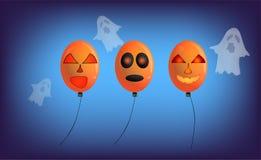 Ballone und Geister mit einem furchtsamen Gesicht und einer Dekoration in verschiedenem Lizenzfreie Stockbilder