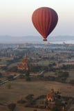 Ballong för varm luft - Bagan - Myanmar Arkivfoton