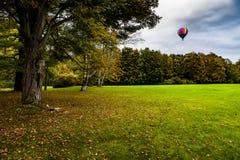 Ballong för varm luft - den Letchworth delstatsparken - New York Royaltyfri Fotografi
