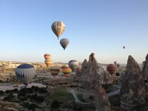 Ballong för varm luft i Cappadocia royaltyfria bilder