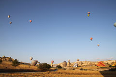 Ballong för varm luft på Cappadocia, Turkiet Arkivfoto