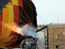 Ballong för varm luft som blåser upp för flyg royaltyfri fotografi