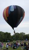 Ballong för varm luft som lyfter av i Grayslake Arkivfoton