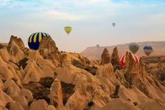 Ballong för varm luft, Cappadocia Turkiet soluppgång Arkivbild