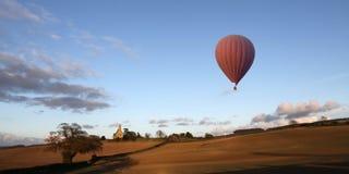 Ballong för varm luft - North Yorkshire bygd - England Royaltyfri Bild