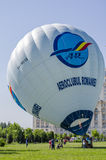 Ballong för varm luft som är klar att lyftas Royaltyfri Fotografi