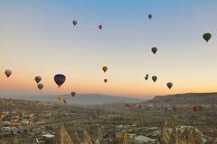 Ballong i Cappadocia TURKIET - NOVEMBER 13, 2014 Royaltyfria Foton