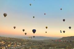 Ballong i Cappadocia TURKIET - NOVEMBER 13, 2014 Arkivfoto
