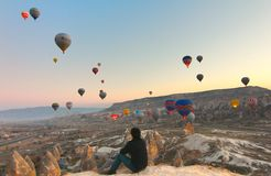 Ballong i Cappadocia TURKIET - NOVEMBER 13, 2014 Royaltyfri Foto