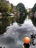 Ballong på floden Royaltyfri Bild