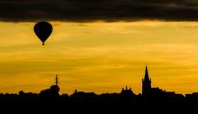 Ballong på solnedgången Arkivfoton
