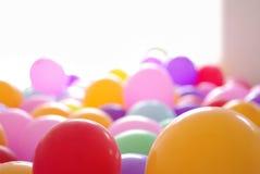 Ballong som är färgrik på vit bakgrund Royaltyfri Foto