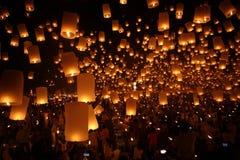 ballongen undersöker nytt traditionellt år för lykta Royaltyfri Foto