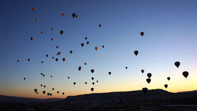 Ballonger över Cappadocia fotografering för bildbyråer