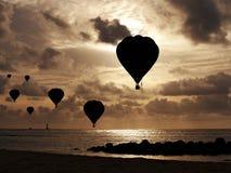 Ballonger över havet Arkivfoto