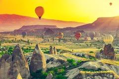 Ballonger för varm luft över Cappadocia Fotografering för Bildbyråer