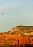Ballonger för varm luft över Sedona Arkivbild