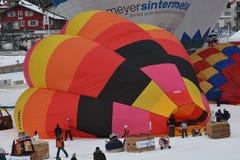 Ballonger för varm luft - förbereda sig för flyget Royaltyfri Fotografi