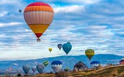 Ballonger för varm luft i Goreme Cappadocia, Turkiet arkivbild