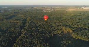Ballonger för varm luft i himmel lager videofilmer