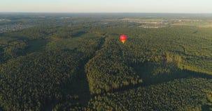 Ballonger för varm luft i himmel stock video