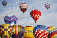 Ballonger för varm luft i massuppstigning royaltyfri fotografi