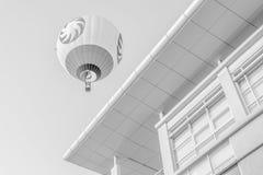 Ballonger för varm luft i svart & vit Arkivfoton