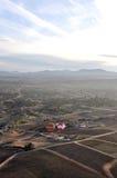 Ballonger för varm luft som skjuta i höjden över dalen Arkivbilder