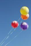 ballonger flyger skyen Arkivbilder