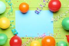 Ballonger med arket av tomt papper fotografering för bildbyråer