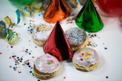 Ballonger med banderoller och donuts Fotografering för Bildbyråer