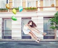 Ballonger och härlig flicka Royaltyfria Foton