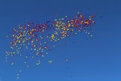 Ballonger på himlen Arkivbild