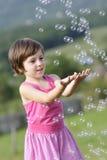 ballonger som fångar barnet Arkivbilder