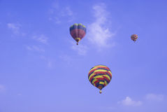 ballonger som stiger upp Royaltyfri Bild