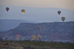 Ballonger tar flyg Arkivfoton