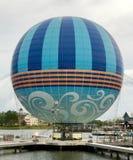 Ballongeschäft über dem See Stockfotografie