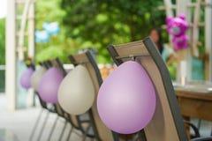 Ballonghängning på stolen Royaltyfria Foton
