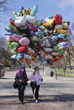 Ballongsäljare arkivbild