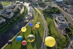 Ballons à air chauds à Vilnius Photographie stock