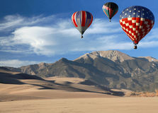 Ballons à air chauds au-dessus d'horizontal du Colorado Photo stock