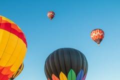 Ballons à air chauds au-dessus de la Californie du nord Images stock