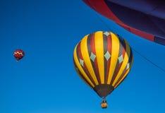 Ballons à air chauds au-dessus de la Californie du nord Image libre de droits