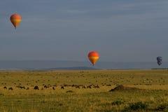 Ballons à air chauds au-dessus des plaines sans fin Photo libre de droits