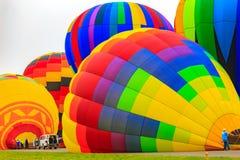 ballons à air chauds au sol Photos libres de droits