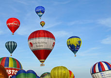 Ballons à air chauds colorés Image libre de droits